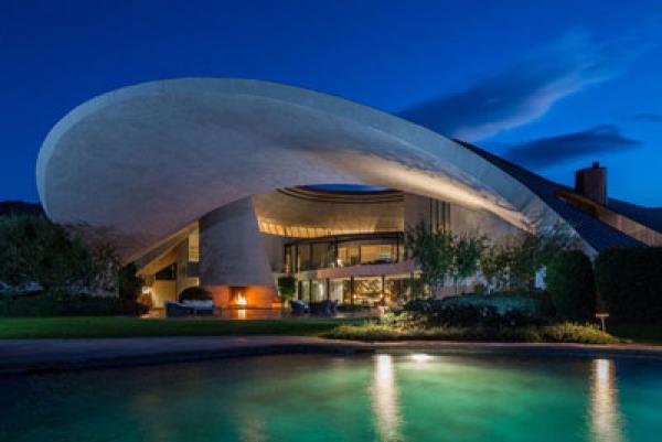 Bán khách sạn trung tâm Quận 1 gồm 100 phòng diện tích đất 1100m2