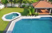 Villas for rent in District 2, beautiful garden and swimming pool