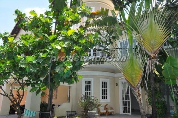 Biệt thự Thảo Điền 453m2 cần bán có hồ bơi sân vườn