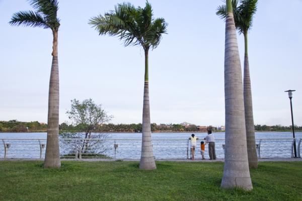 Bán 400 m2 đất MT bờ sông Nguyễn Văn Hưởng