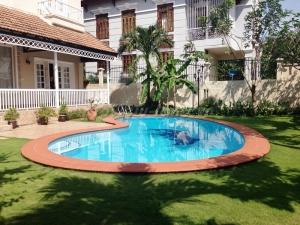 Thao Dien Villa for rent with 6 bedrooms, pool, garden