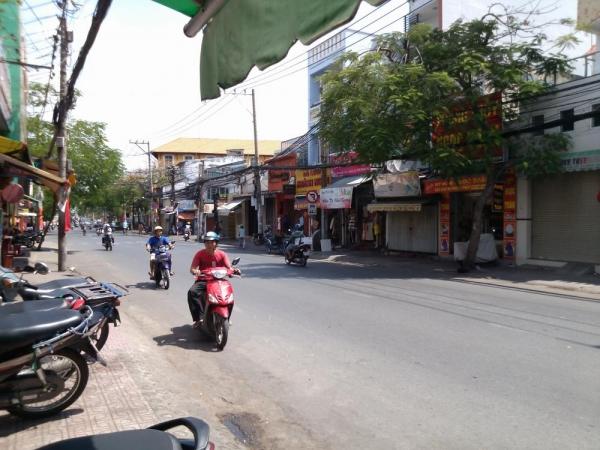 Bán nhà mặt tiền đường Lê Quang Định 402m2 1 trệt 1 lầu khu vực an ninh